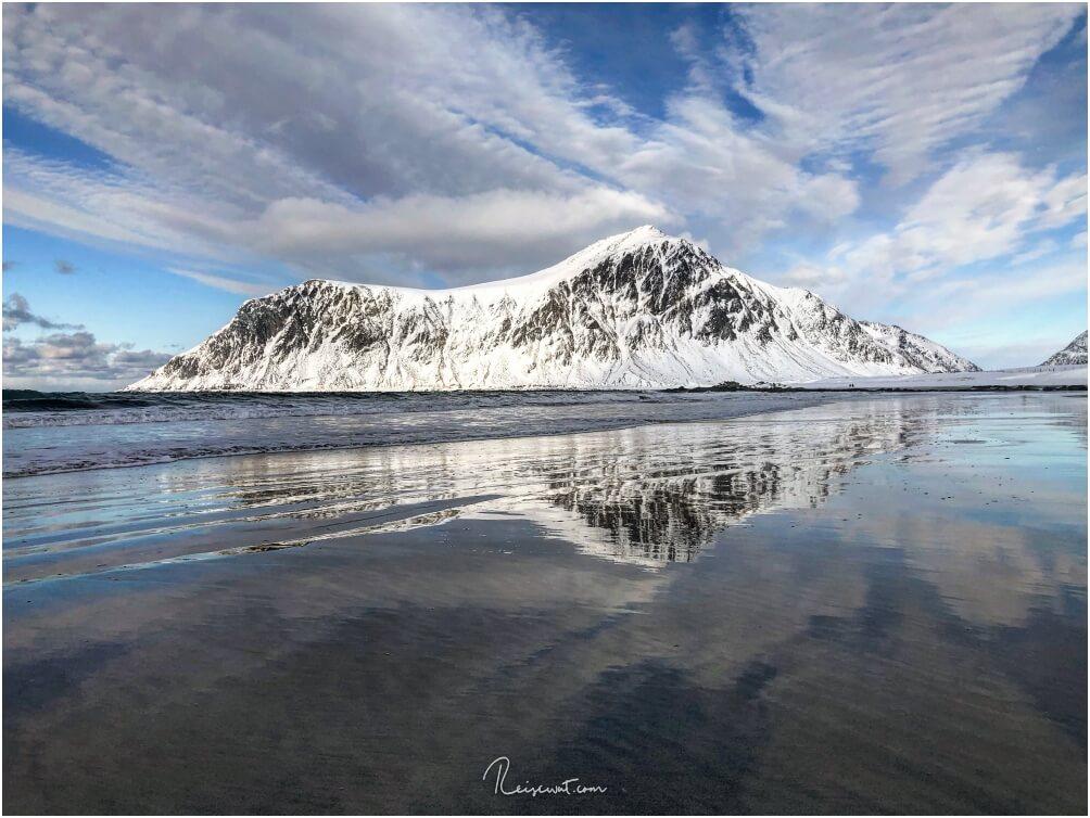 """Skagsanden Beach ist EXTREM beliebt bei Fotografen und Workshops aus aller Welt, so dass es hier mitunter sogar recht """"voll"""" sein kann und ein Stativ neben dem anderen steht"""