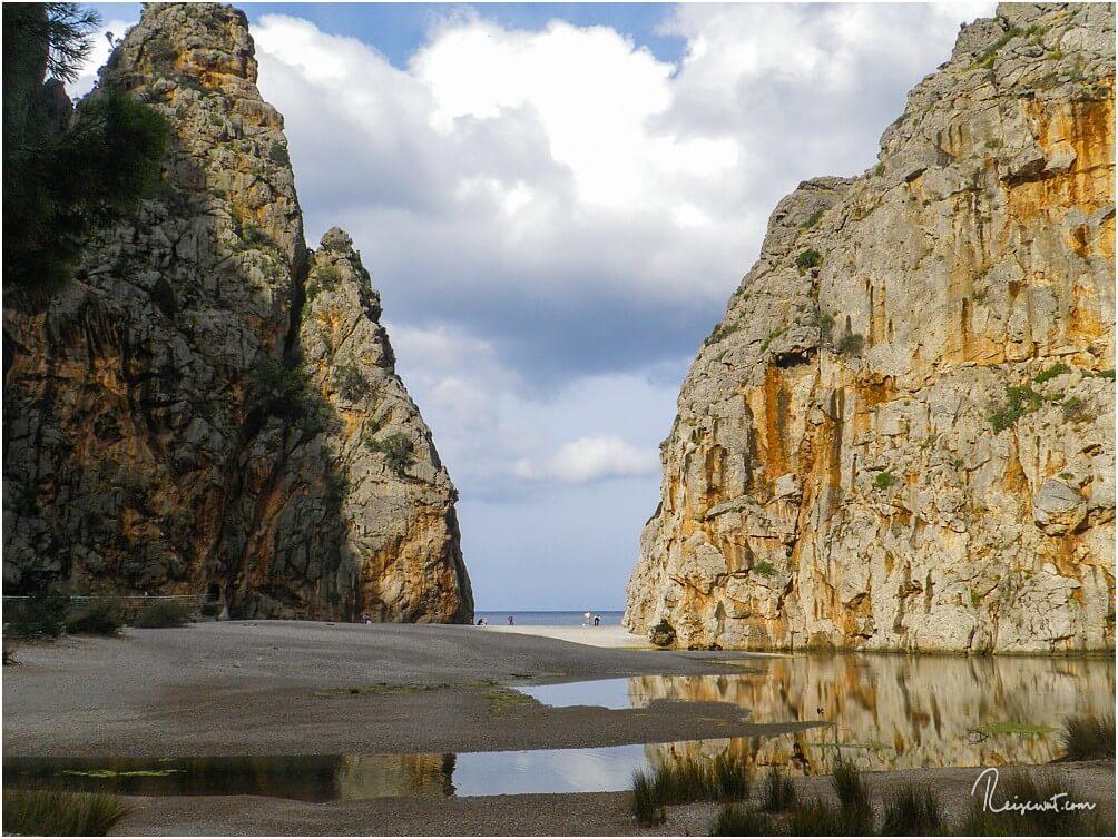 Torrent de Pareis bei Sa Calobra, hier beginnt auch die beeindruckendste Wanderung der Insel