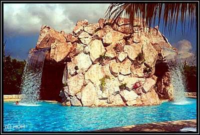 Wasserfall im Pool