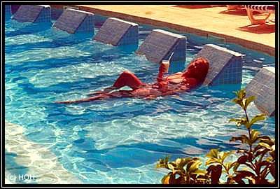 Liegen im Pool