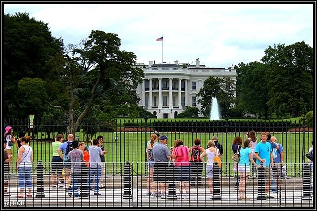 Ohne geht es nicht ... Touristen vorm weißen Haus