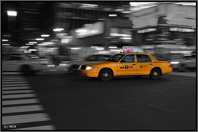 Einige Versuche waren nötig, um ein Taxi während der Fahrt halbwegs scharf abzulichten