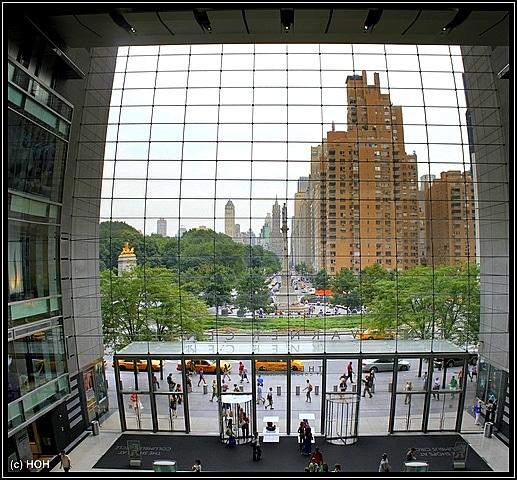 Blick AUS der Mall hinaus auf den Columbus Circle