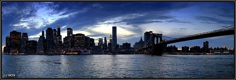 Manhattan Skyline zur Blue Hour