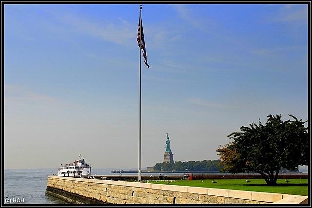 Blick von Ellis Island hinüber zur Statue of Liberty