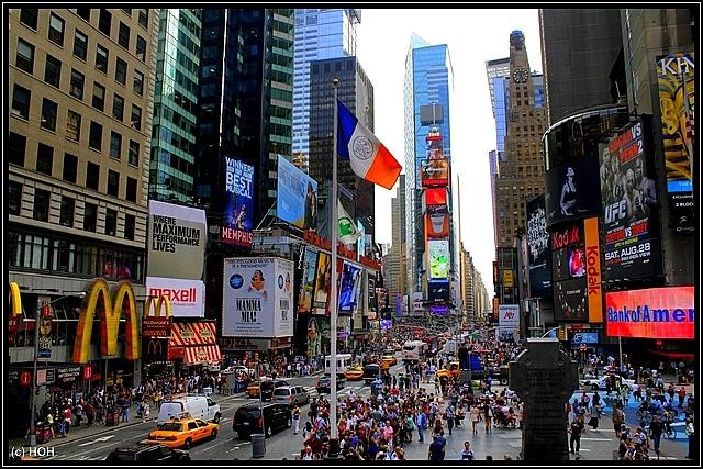 Times Square, so voll ist es, wenn mal NICHT der Coronavirus grassiert