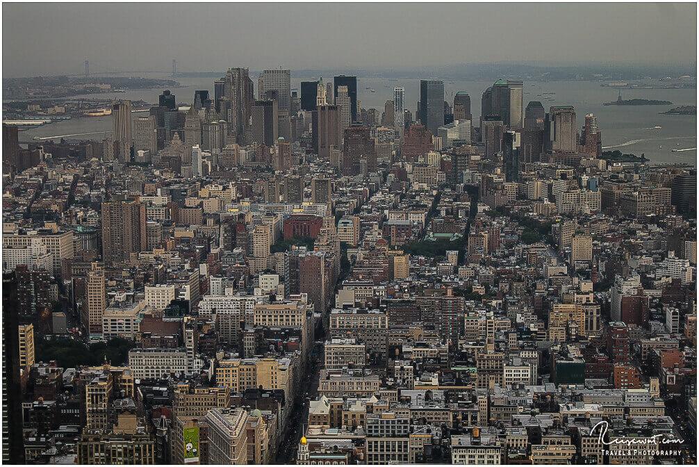Der Blick von der Besucherterrasse des ESC in Richtung Financial District