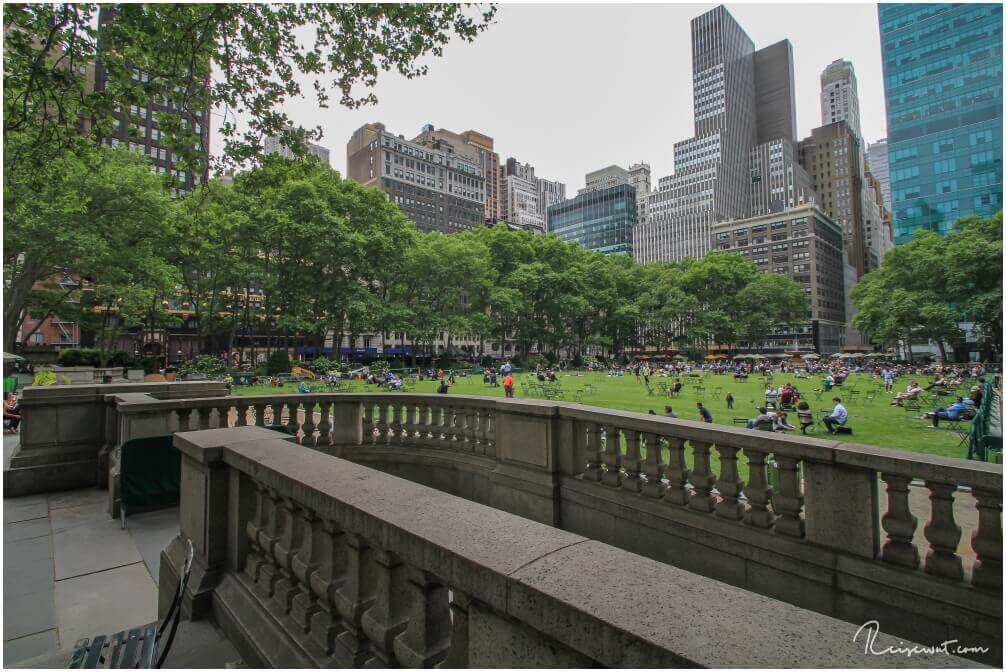 Der Bryant Park ist beliebt bei Einheimischen und Touristen gleichermaßen