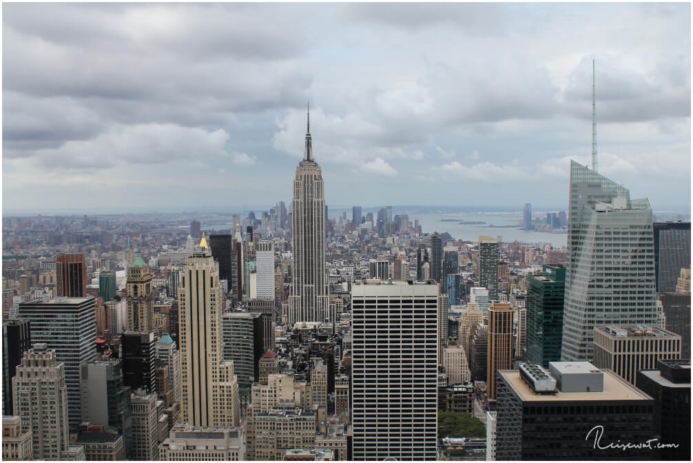 Markanter Mittelpunkt wenn man auf dem Rockefeller Center oben steht und in Richtung Financial District blickt - das Empire State Building