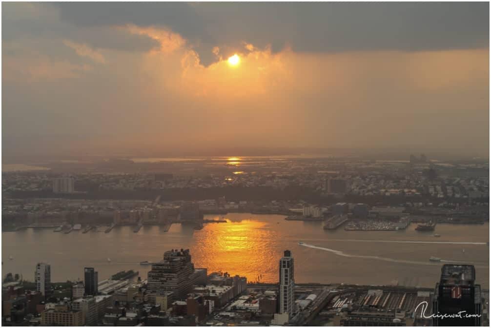 Kurz vor Sonnenuntergang ist ein guter Zeitpunkt um aufs Empire State Building zu gehen