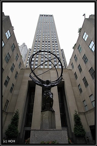 Der Blick von unten nach oben aufs Rockefeller Center