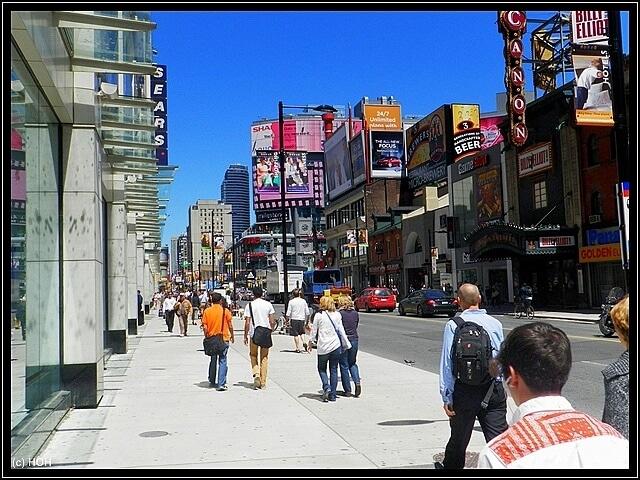 Lebhaftes Treiben in Downtown Toronto