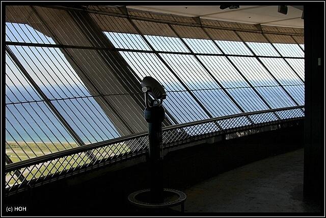 Ein enges Gitter versperrt die freie Sicht ...