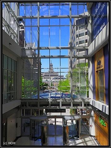 Blick aus dem Eaton Center hinaus nach draussen