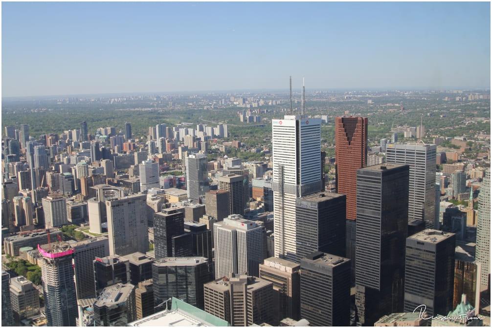 Beeindruckend liegt Toronto zu unseren Füßen