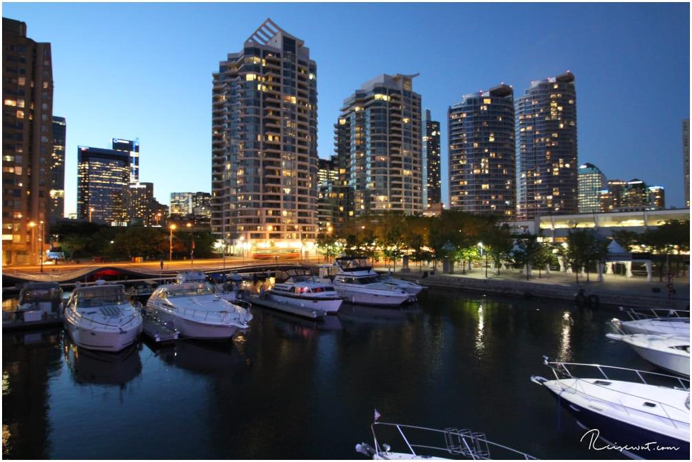 Der Hafen von Toronto zur Blue Hour