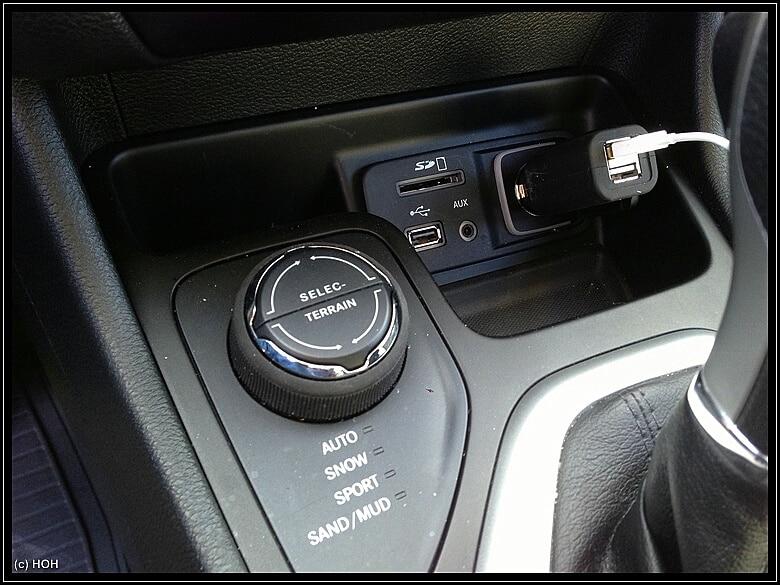 Technikanschlüsse im Auto