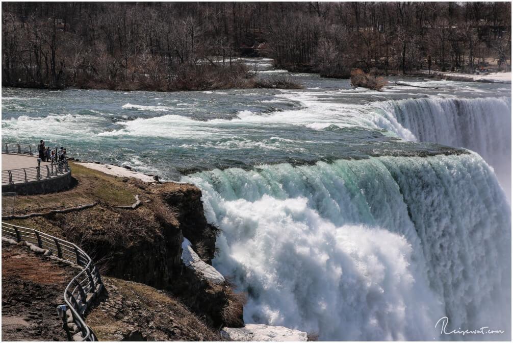 Beeindruckender Größenvergleich ... Mini Menschen, Maxi Wasserfall