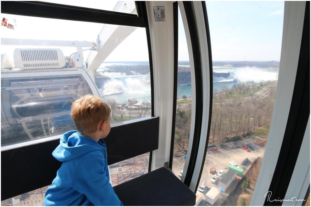 Der Ausblick aus dem Sky Wheel runter auf den Niagara River ist schon nicht schlecht , auch wenn die Niagarafälle etwas weit weg erscheinen.