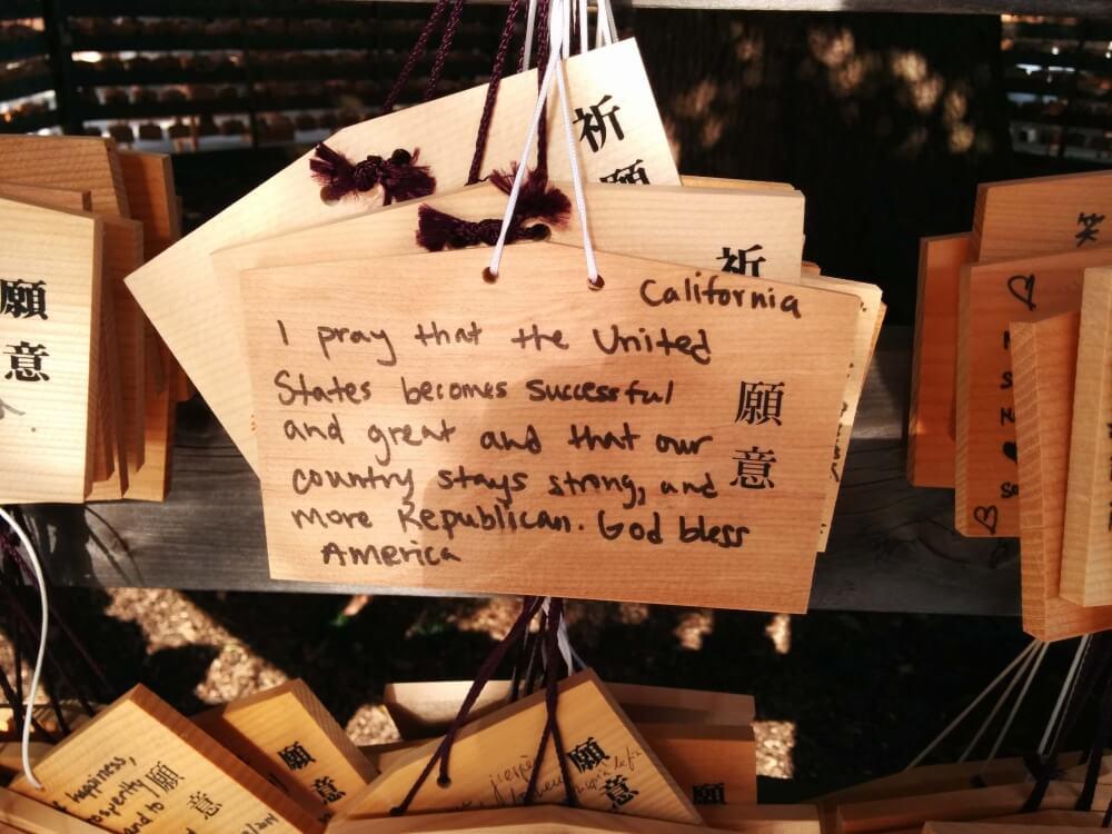 Es gibt schon komische Wünsche, die man in japanischen Tempeln findet.
