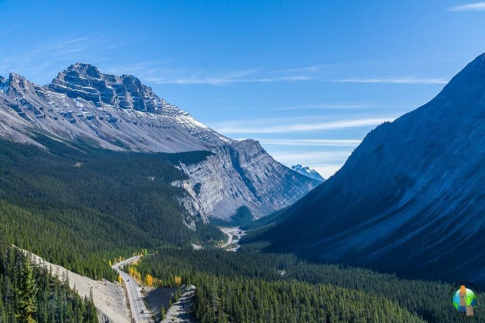 In Kanada hat mich die Landschaft wirklich beeindruckt. Gerade die Rocky Mountains waren hier ein Höhepunkt meiner Reise. Der Aussichtspunkt hinter dem Big Bend bietet einfach einen perfekten Blick auf die Traumstraße