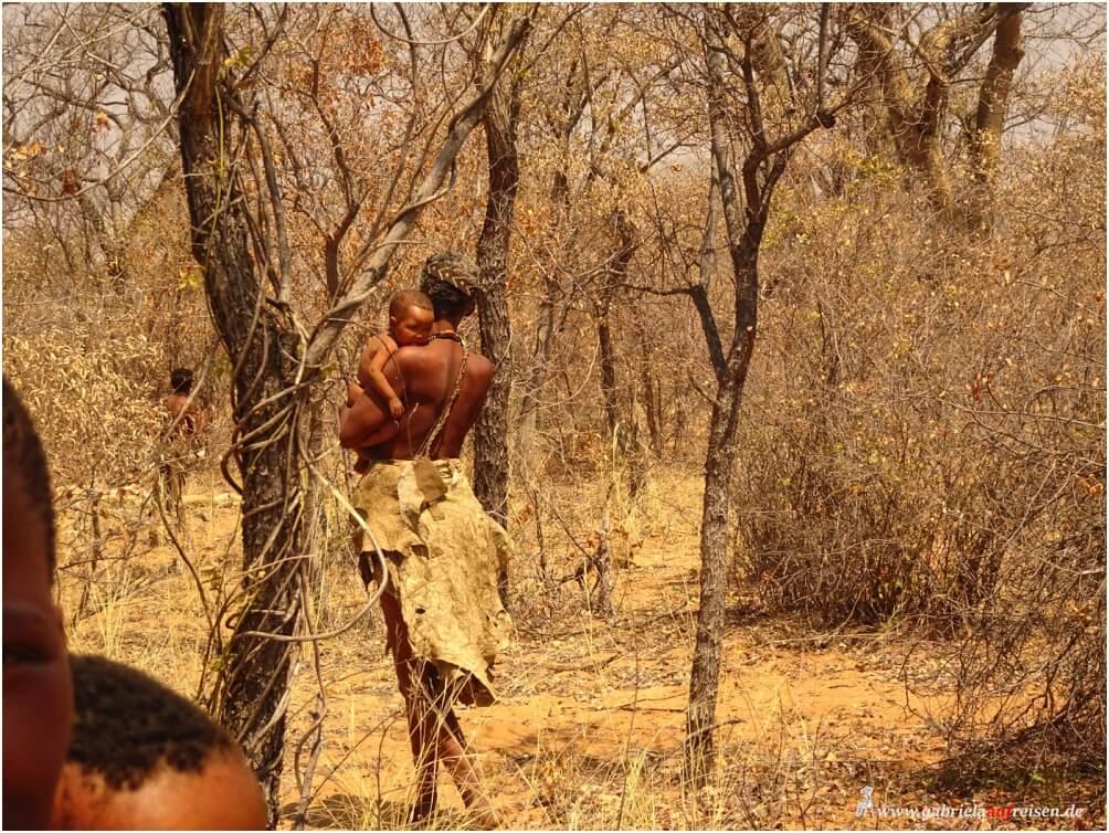 San-Mann mit Baby, es sind die Begegnungen mit fremden Kulturen, die so unendlich bereichern!