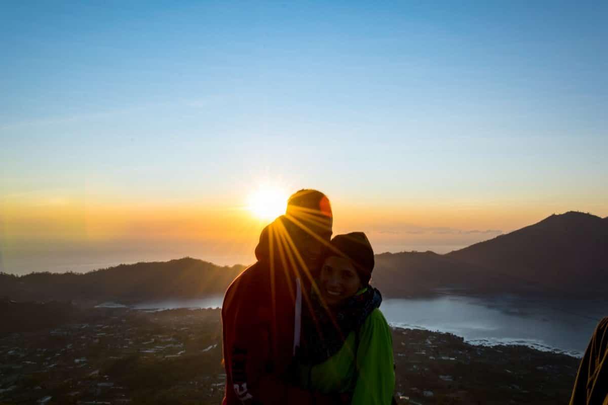 Mount Batur: Unser zweites Mal auf einen Vulkan, diesmal aber mit der Sonne, die langsam hinter den Bergen hervor schien.