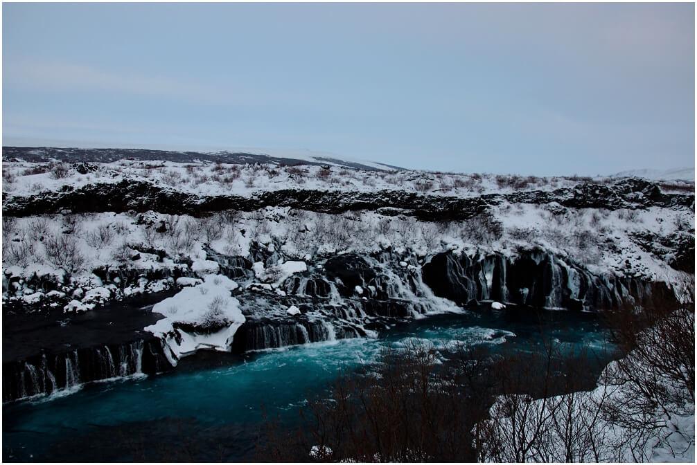 Der Hraunfossar in Ìsland