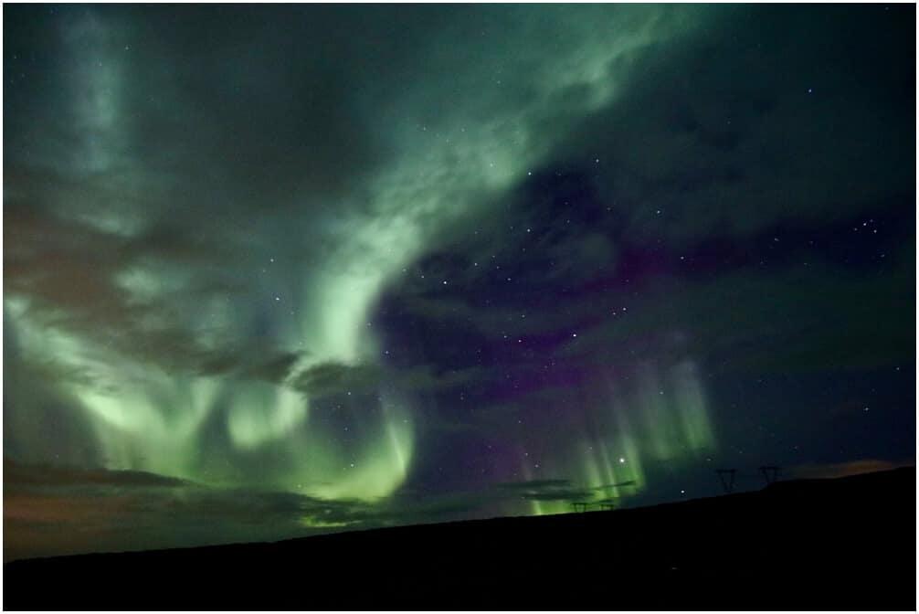 Wunderschöne Nordlichter am Fjord von Saurbær