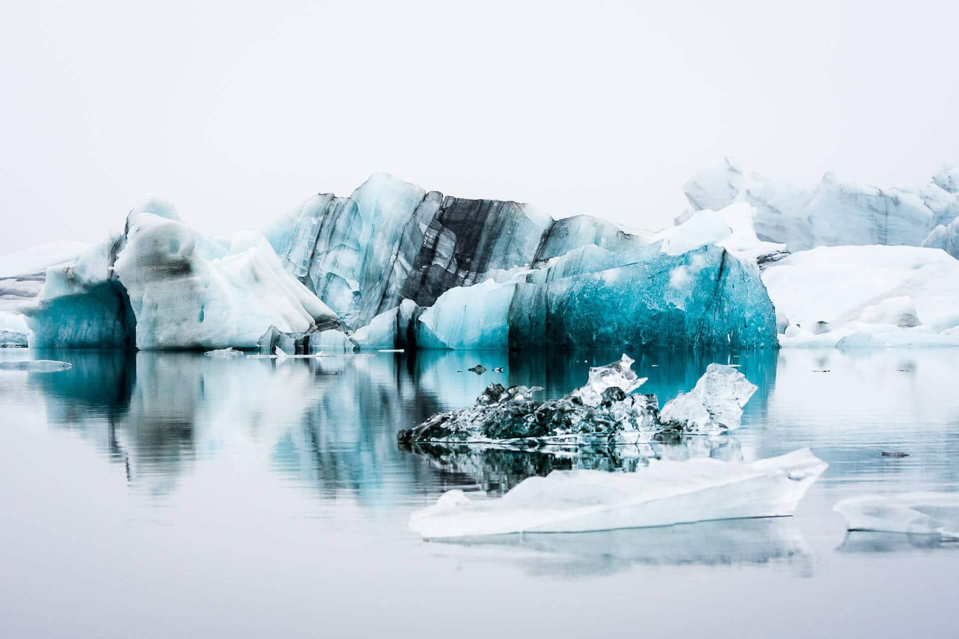 Gletscherlagune in Island – wir lieben die Stimmung im Nebel und die Farben des Eises