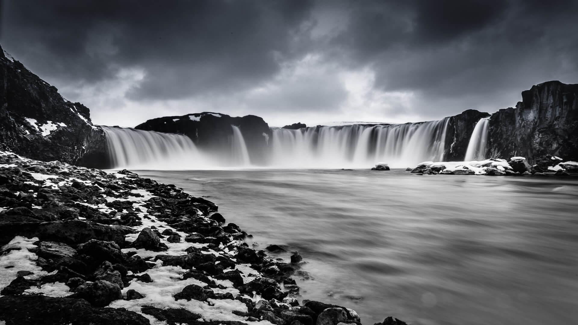 Island – magische Stimmung und eine ganz besondere Atmosphäre abends am Godafoss