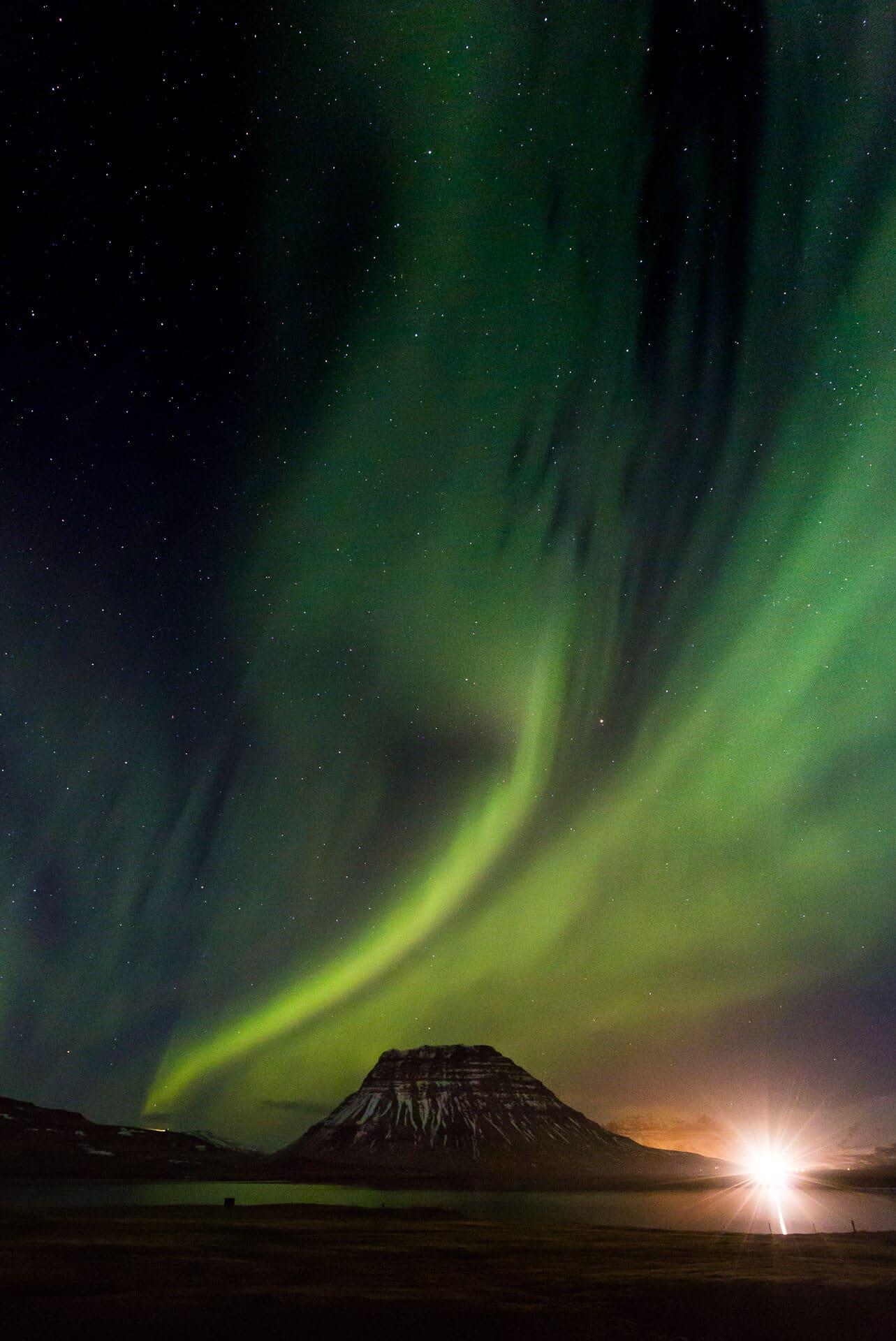 Die Nordlichter zu erleben, macht uns jedes Mal sprachlos und ehrfürchtig. Island bietet die perfekte Szenerie dafür.