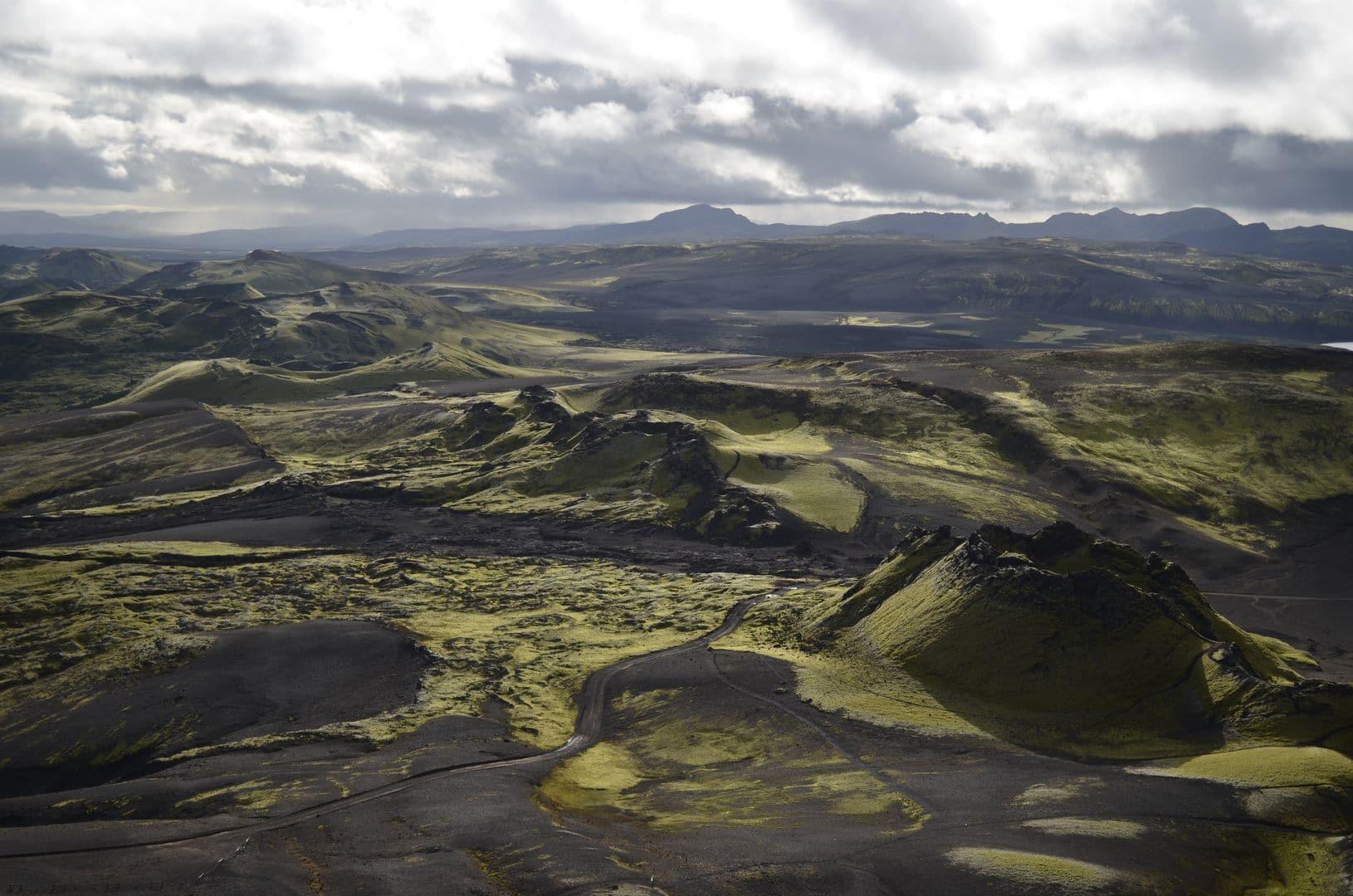 In Island habe ich einen absoluten Lieblingsort, den man Gott sei Dank, wohl auch wegen der zahlreichen Flussüberquerungen, mit nicht allzu vielen Leuten (oder in unserem Falle nur mit zwei weiteren Menschen) teilt. Das ist die Lakagigar Spalte. Es ist für mich tatsächlich der schönste Ort der Welt!