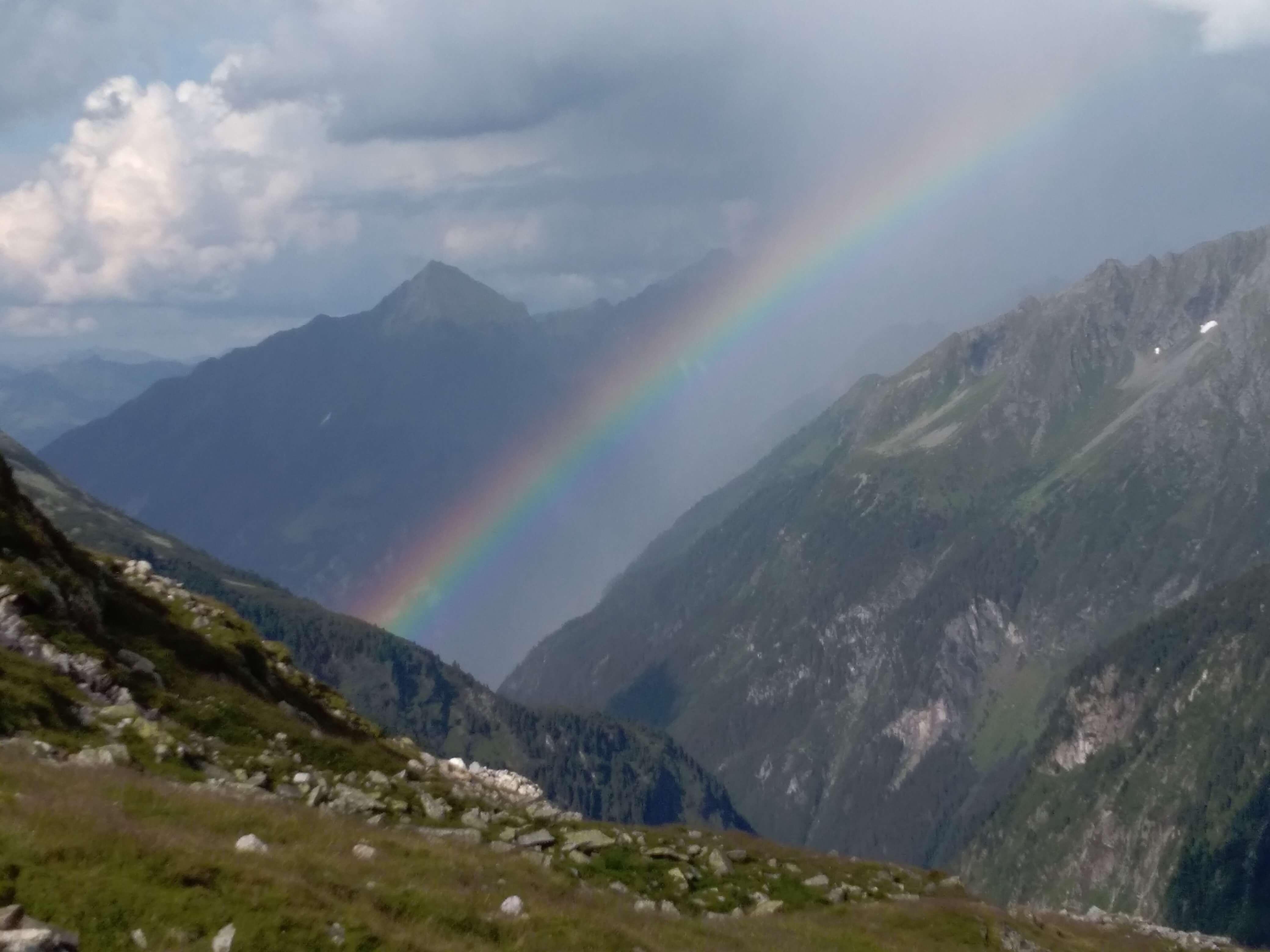 Regenbogen vor Olpererhuette