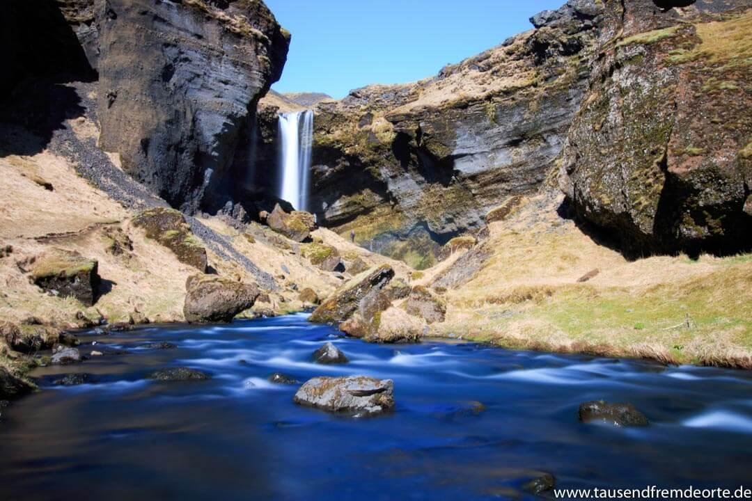 Kvernufoss Wasserfall in Island. Sicherlich nicht der größte Wasserfall, aber wir waren komplett allein