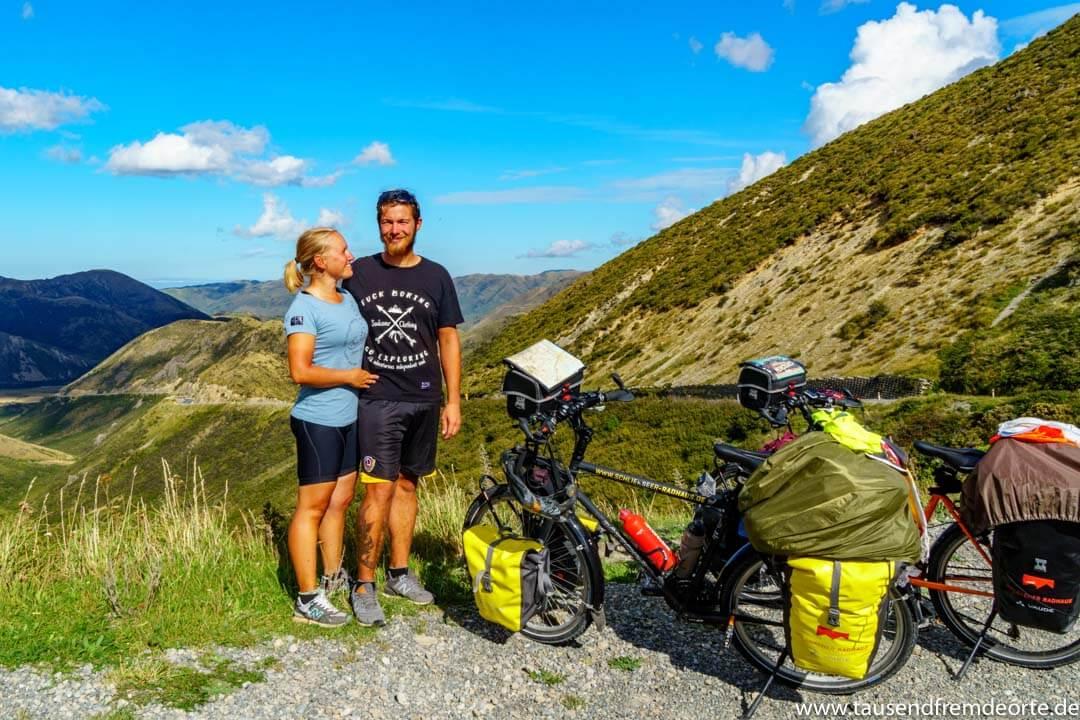 Wir 2 auf dem Porters Pass in Neuseeland, nach dem wir uns mit dem Fahrrad hochgequält haben.