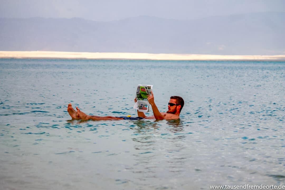 Treibend auf dem Toten Meer in Israel. Kein besonders schönes Foto, aber ein genialer Moment.vor Koh Tao, der beste und krasseste den wir je gesehen haben