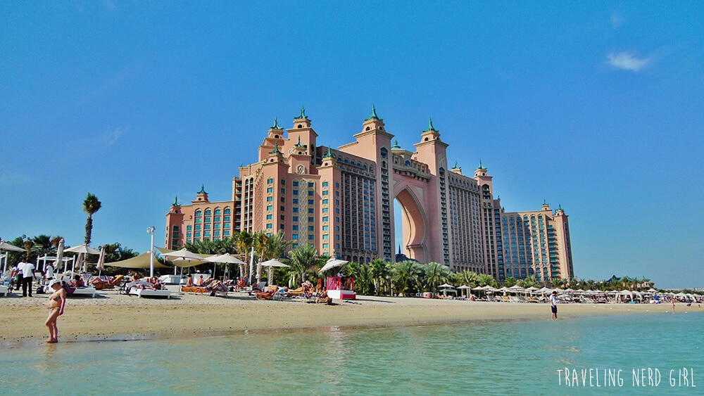 Am Strand von Dubais Palme