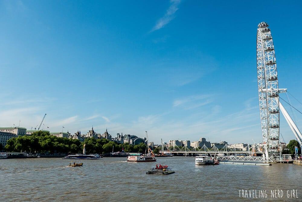 Ein Blick über die Themse und das London Eye-Riesenrad