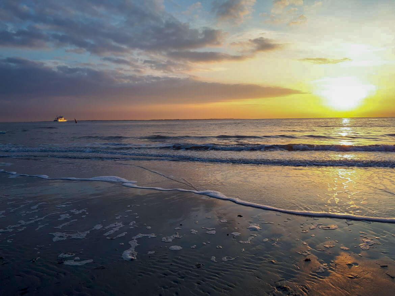 Die Sonnenuntergänge auf Norderney sind ebenfalls traumschön und locken uns jedes Jahr auf die ostfriesische Insel
