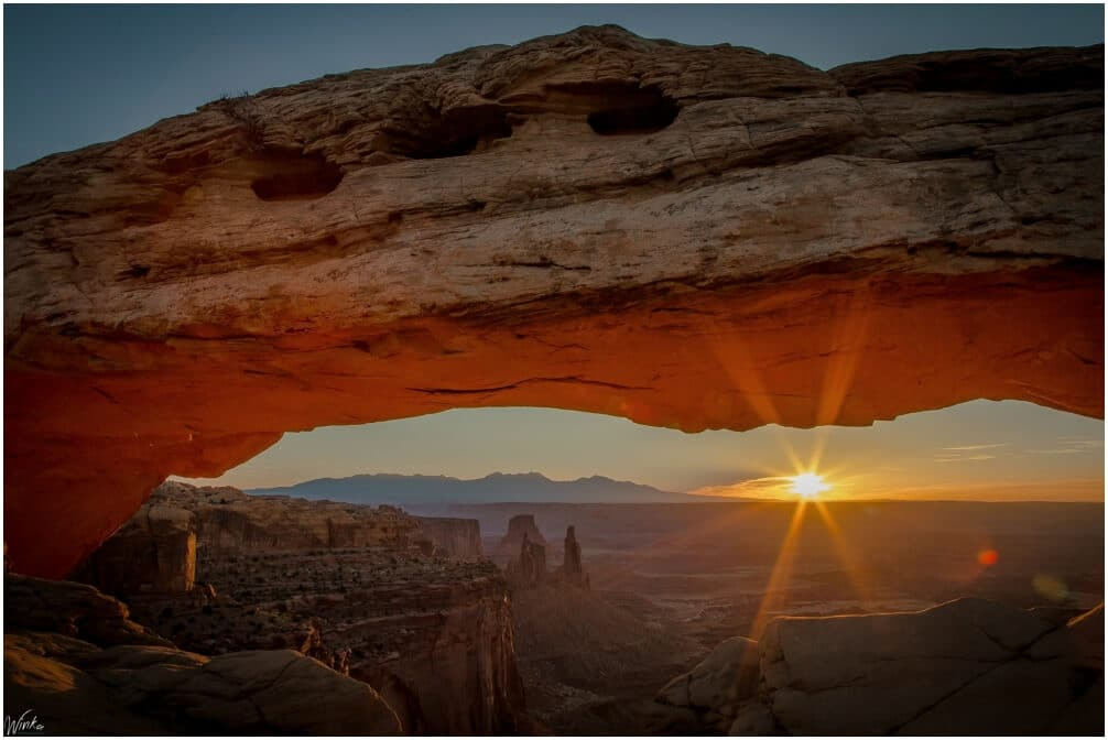 Sonnenaufgang am Mesa Arch im Canyonlands National Park