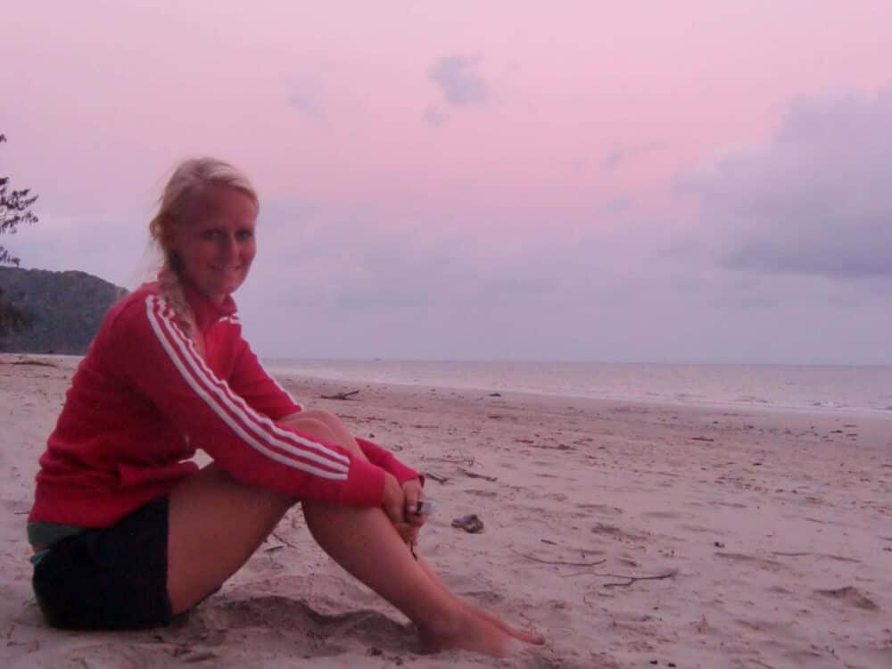 Nicht immer läuft alles glatt: Auf meiner ersten Reise, die ich ganz allein unternommen habe, wurde ich im Dschungel vergessen. Schlafen am Strand ging nicht – dafür waren zu viele gefährliche Tiere unterwegs.