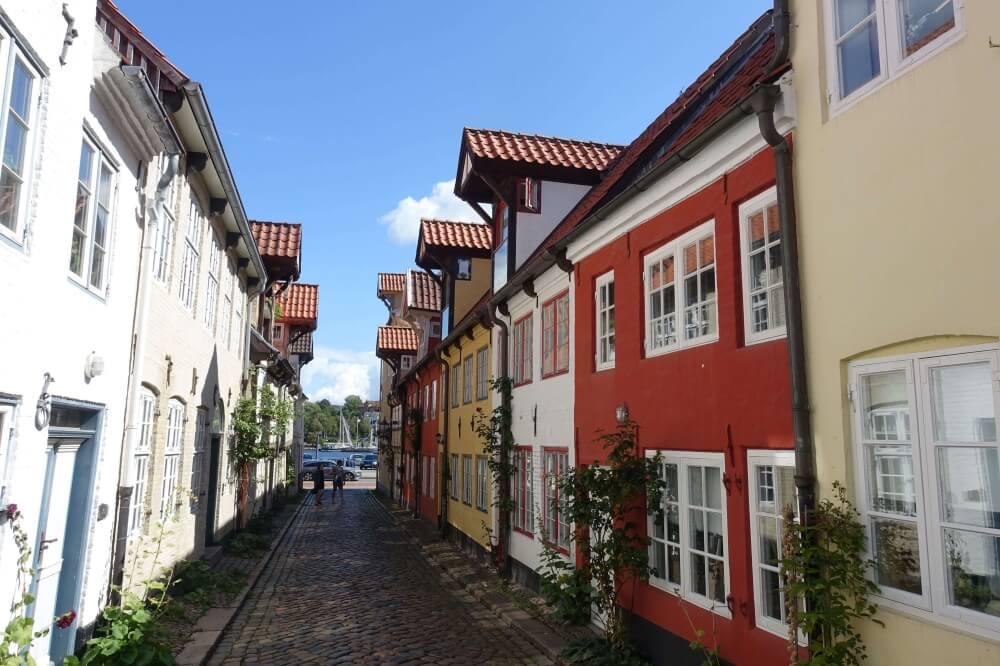 Inzwischen bin ich zurück in der Heimat, das sagen jedenfalls die anderen so. Tatsächlich hatte ich vorher noch nie in Flensburg gewohnt und konnte auch hier in Deutschland die Freiheit nutzen, mir den schönsten Ort als neuen Wohnort auszusuchen.