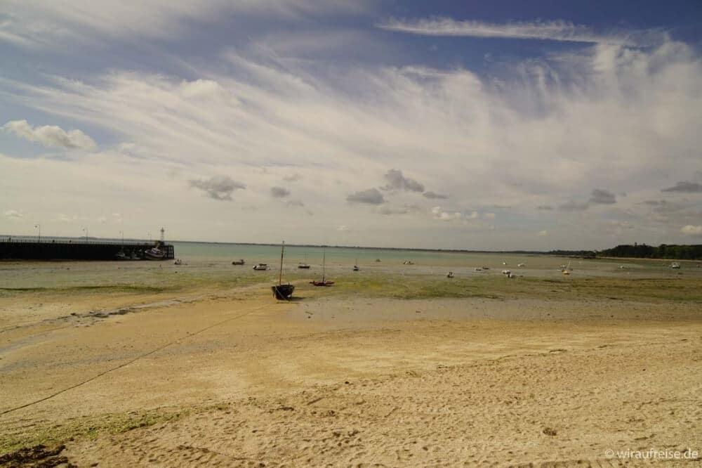 Ebbe im Hafen von Cancale (Normandie). Mich hat der Wechsel von Ebbe und Flut noch nie so beeindruckt wie in der Normandie und der Bretagne.