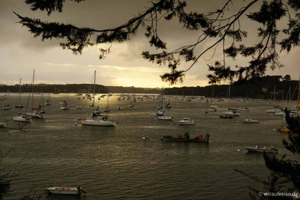 Tolle Lichtstimmung im Golf von Morbihan in der Bretagne.
