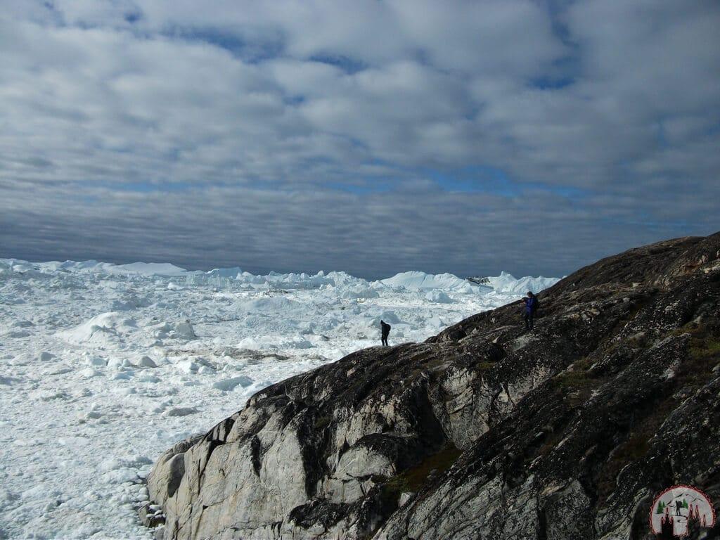 Touristen am Ilulissat Eisfjord in Groenland