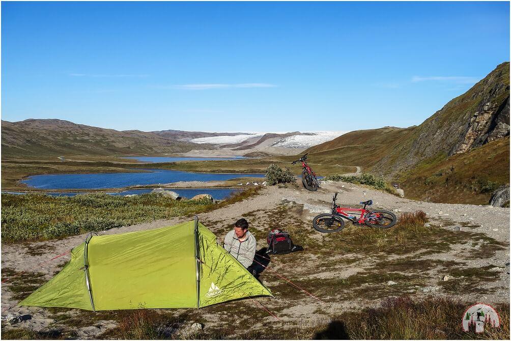 Zelten am Inlandeis beim Russell Gletscher in Groenland