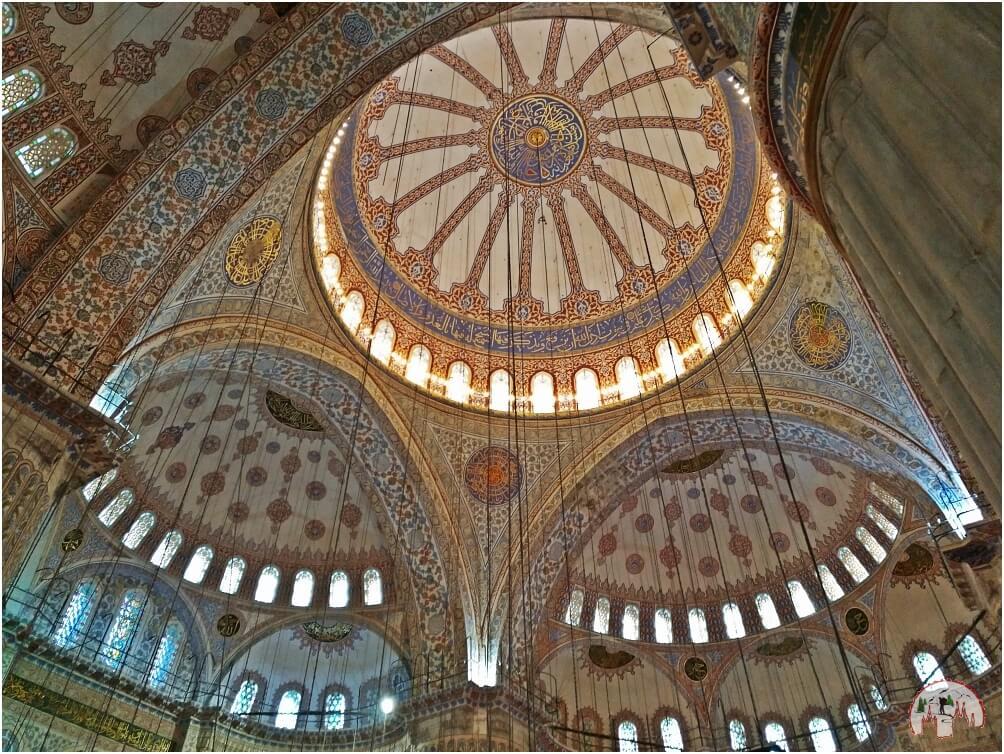 Das beeindruckende Innere der blauen Moschee
