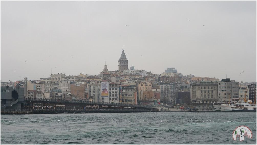 Dort oben befindet sich der Galata Tower in Istanbul