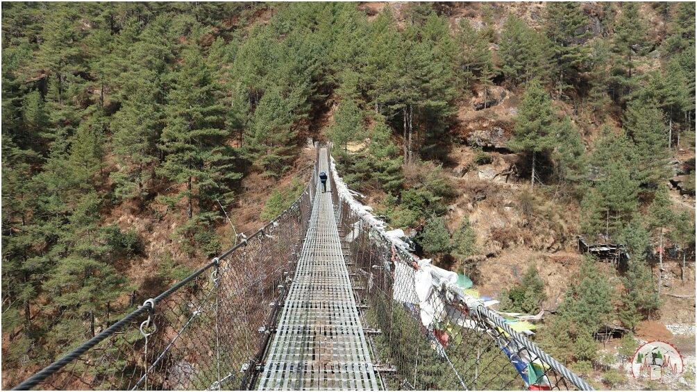 Eine der Hängebrücken auf dem Lukla to Phakding Everest Trek
